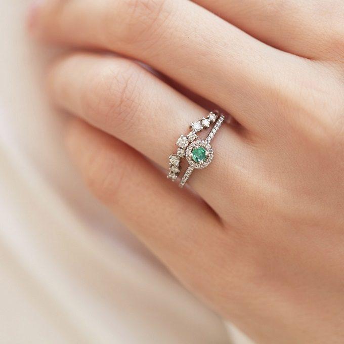 Pierścionek zaręczynowy i obrączka ze szmaragdem i diamentami - KLENOTA