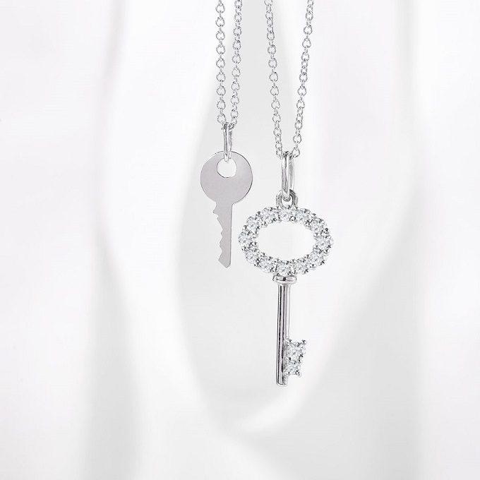 Přívěsek klíček z bílého zlata a náhrdelník klíč s diamanty - KLENOTA