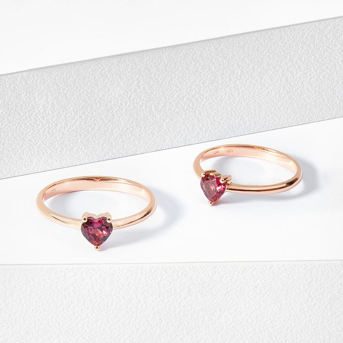 ring with rhodolite in rose gold - KLENOTA