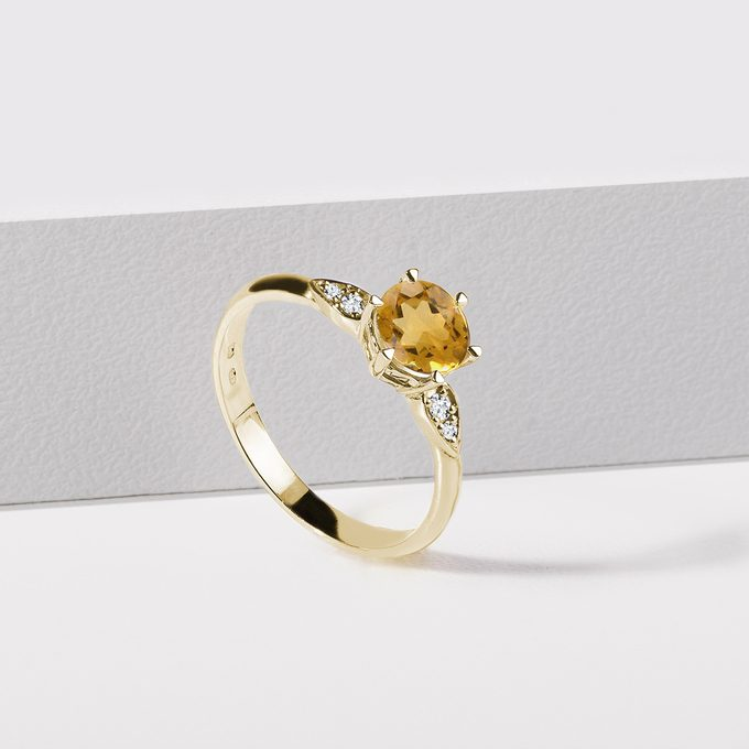 Gold ring with central citrine and side diamonds - KLENOTA