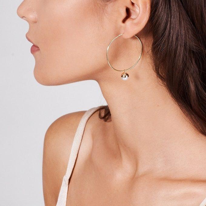 Golden hoop earrings with pearl - KLENOTA