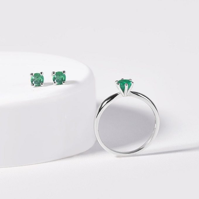 White gold ring and earrings with emerald - KLENOTA