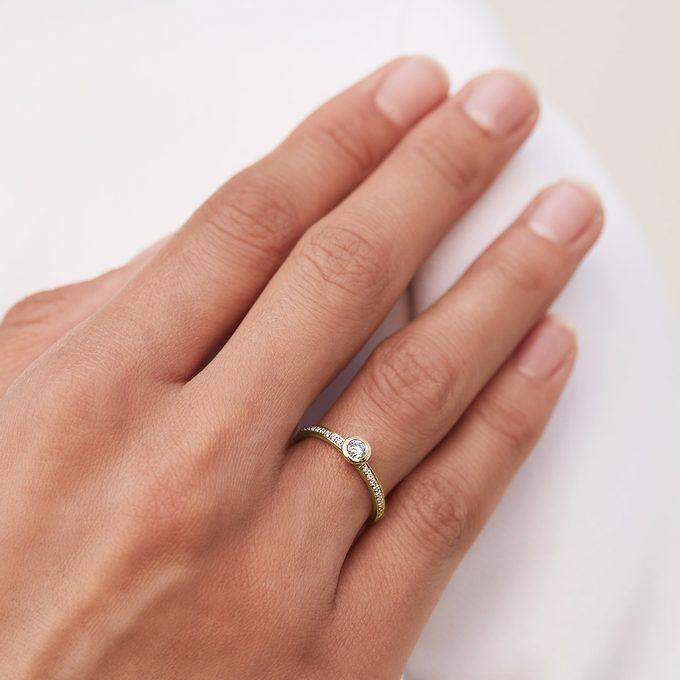 zásnubný prsteň s diamantmi v žltom zlate - KLENOTA