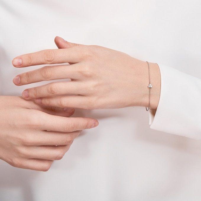 Náramek z bílého zlata s diamanty - KLENOTA