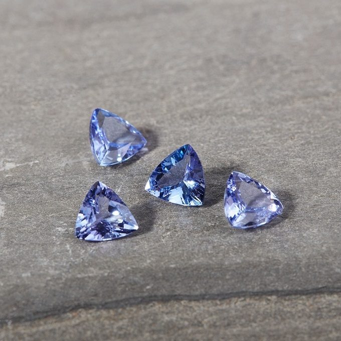 Tanzanites in trillion cut - KLENOTA