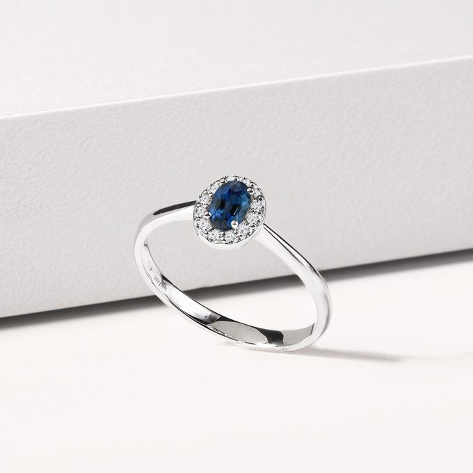 white gold ring with blue sapphire surrounded by diamonds - KLENOTA