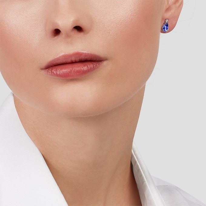 White gold earrings with a pear-shaped tanzanite and a diamond - KLENOTA