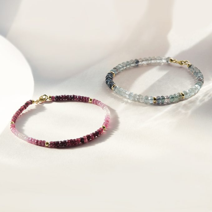 Luxus-Mineralarmbänder aus blassblauen Aquamarinen und Rubinen - KLENOTA