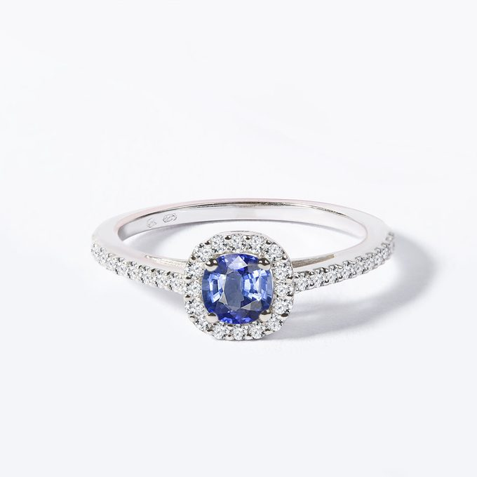 Ring with tanzanite and diamonds in white gold - KLENOTA