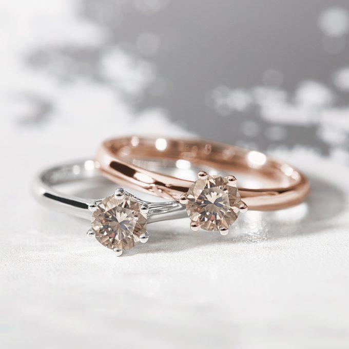 zlaté zásnubní prsteny s champagne diamantem - KLENOTA