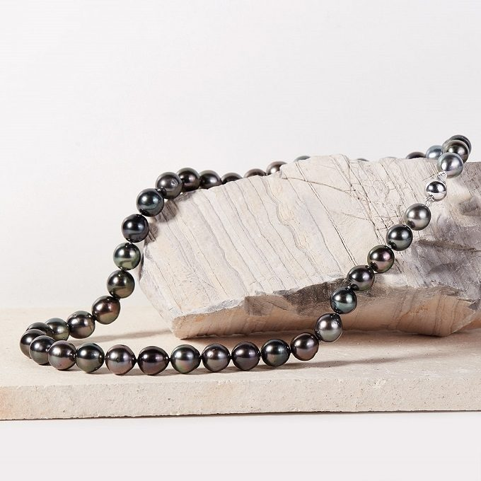 Tahitian pearl necklace - KLENOTA