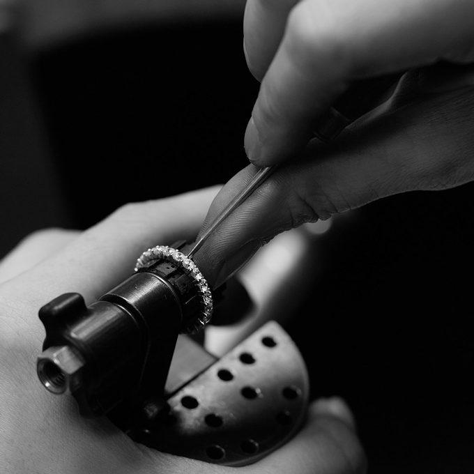 Produkcja ręcznie robionej biżuterii KLENOTA