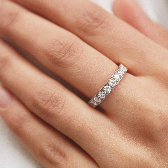 diamond ring in white gold - KLENOTA