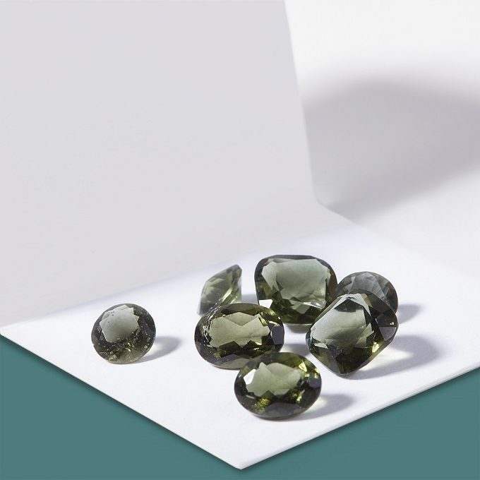 Natürlicher Schnitt Moldaviten - KLENOTA
