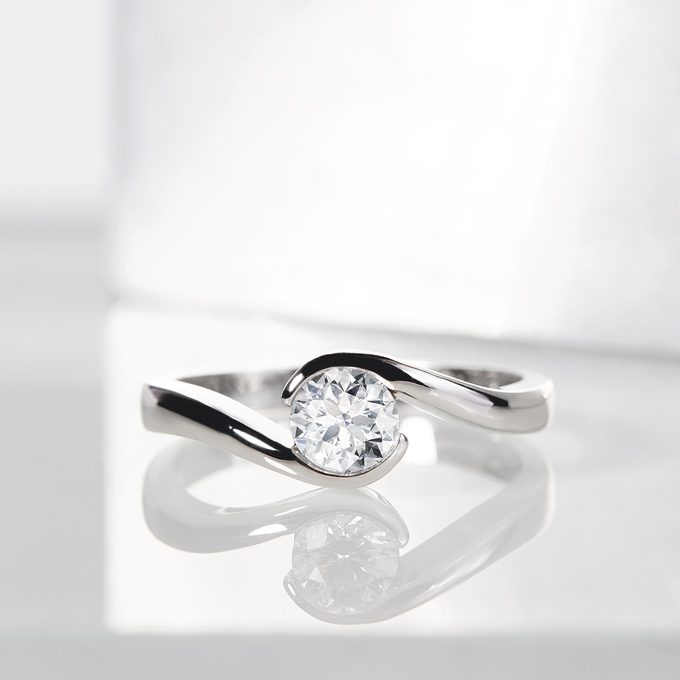 luxury ring white gold with diamond - KLENOTA