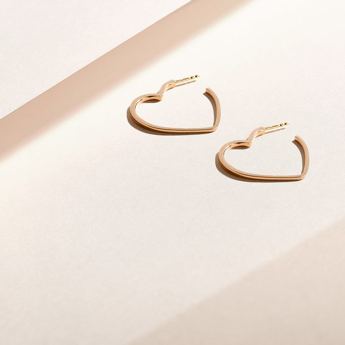 Modern earrings in the shape of a heart in yellow gold - KLENOTA