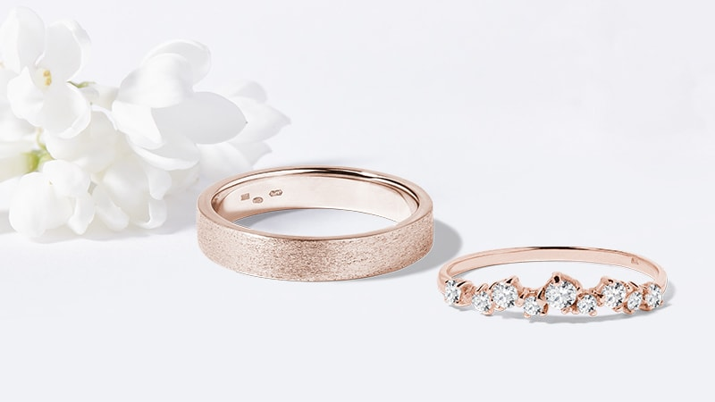 Rose gold wedding rings with diamond