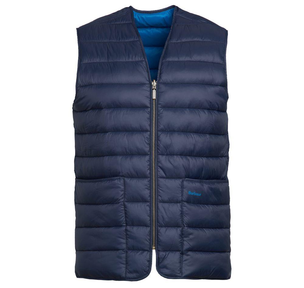 Prošívaná vesta Barbour Brigford - navy - S. Součást zimní kolekce ostrovní legendy Barbour. Materiál: 100% polyamid Vnitřní výplň: 100% polyester