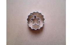 Dough cutter circle crinkled/five-petal blossom
