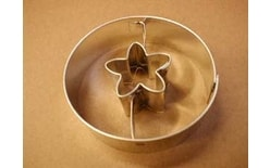 Dough cutter circle + five-petal flower