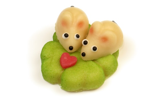 TWO MICE ON A LEAF - MARZIPAN CAKE TOPPER