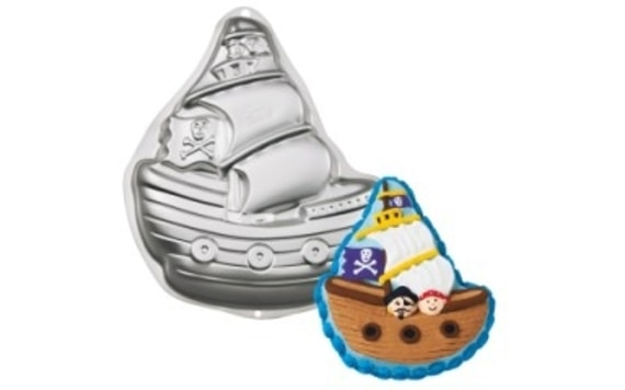 CAKE TIN PIRATE SHIP 3D