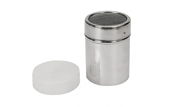 SUGAR SHAKER WITH A CAP AND A FINE SIEVE