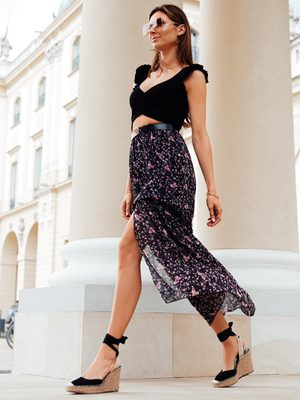 dámska čierna kvetinová sukňa