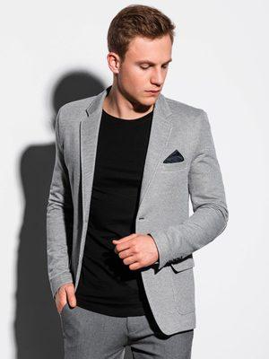 sivé pánske sako, čierne pánske tričko