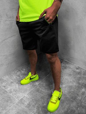 zelené neónové tričko, čierne pánske kraťasy, zelené neónové tenisky