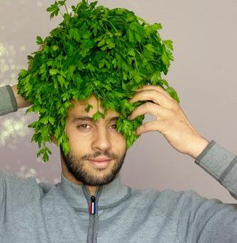 ako zastaviť šedivenie vlasov