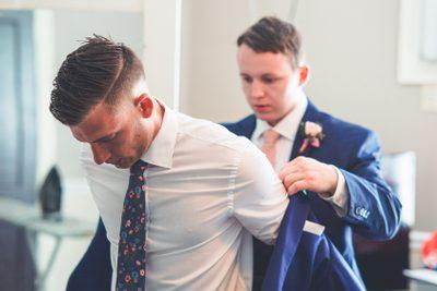 svadobný modrý oblek