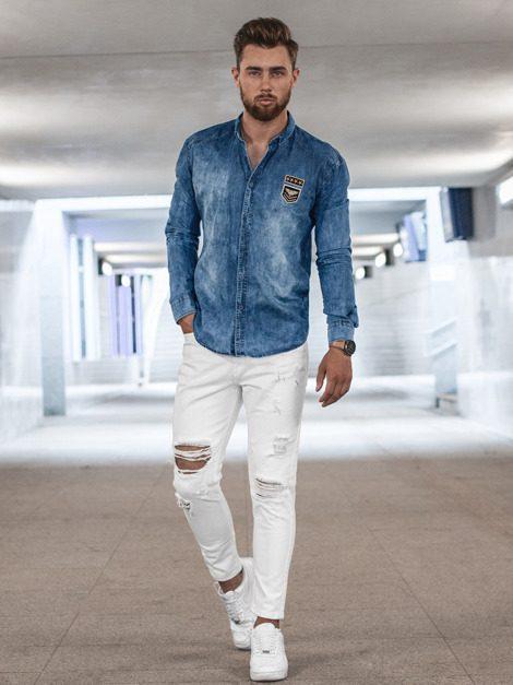 modrá rifľová pánska košeľa v kombinácii s bielymi džínsami