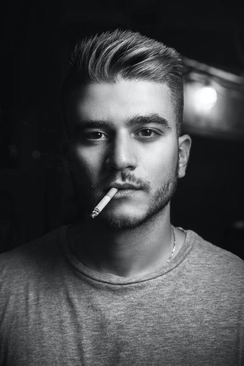 fajčenie, príčina pre skoré šedivenie vlasov