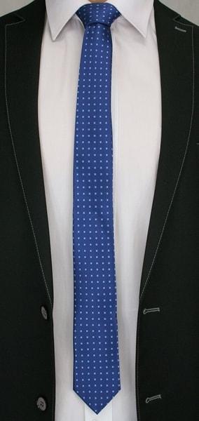 Modrá kravata s kockami