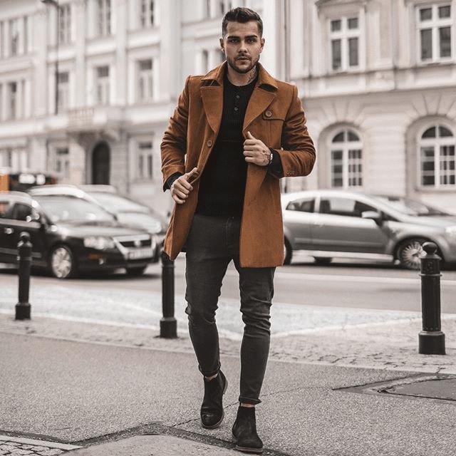 Pánsky kabát hnedej farby