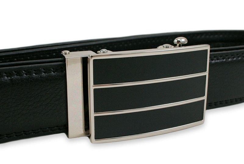 Černý kožený pásek s elegantní přezkou