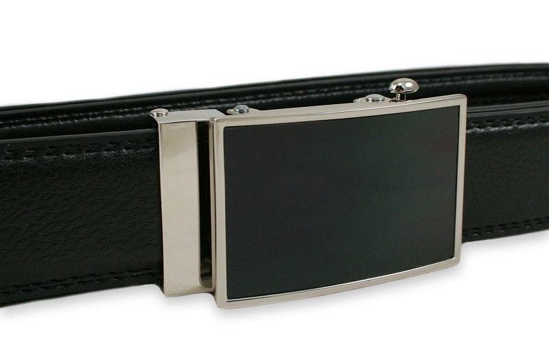 Kožený pásek s černou přezkou