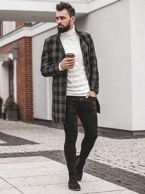 pánský podzimní outfit - černý károvaný kabát, krémový rolák, černé džíny