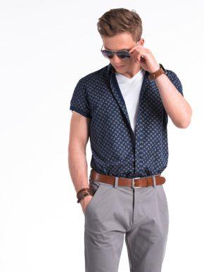 pánský outfit - bílé tričko pod modrou košilí s krátkým rukávem
