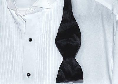 bíla smokingová košile