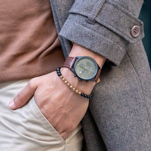 elegantní pánské hodinky s koženým řemínkem