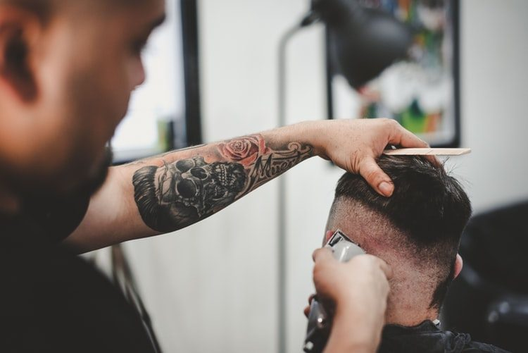 pánský střih u barbera - buzz cut