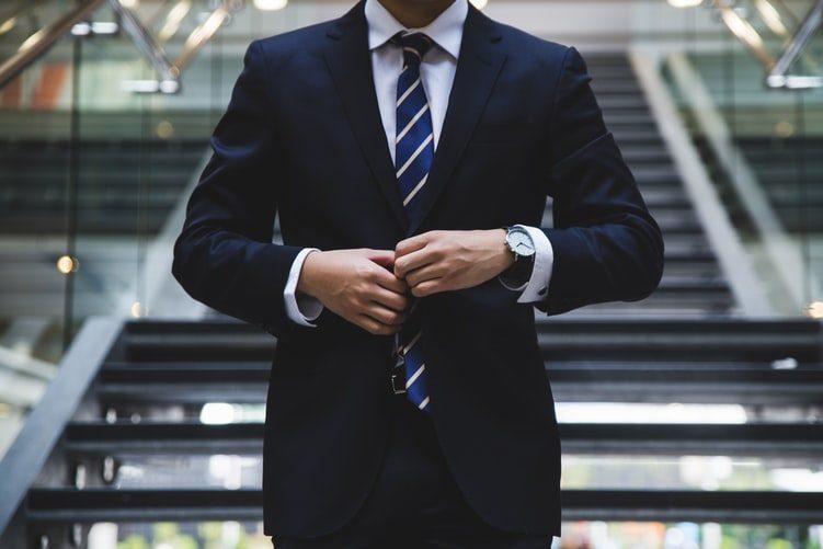 tmavomodrý pánský oblek