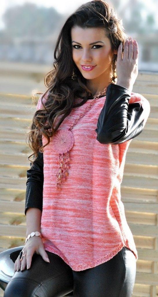 Luxusní dámský svetr s rukávy z eko kůže - UNI (S-L)  Coral