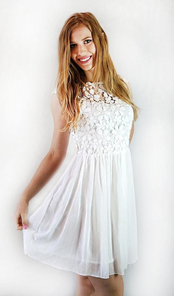 a87b9acb1746 Studiomody.cz - Dámské elegantní bílé šaty s krajkou - Sukně
