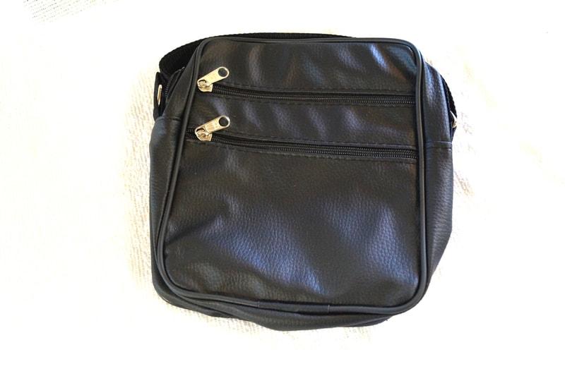 Černá koženková crossbody kabelka