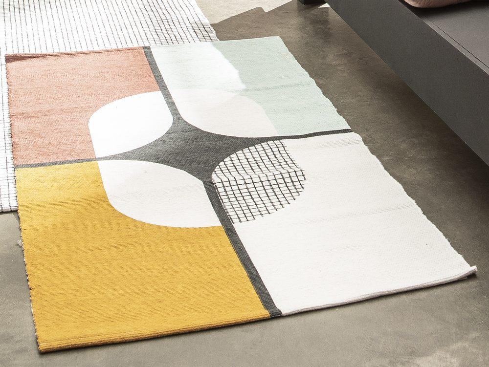 TODAY TERRA ROSA koberec 60x120 cm retro kříž