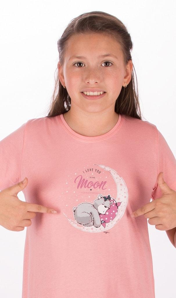 bf7242099cec Detská nočná košeľa s krátkym rukávom Medveď na mesiaci (lososová  15 - 16)