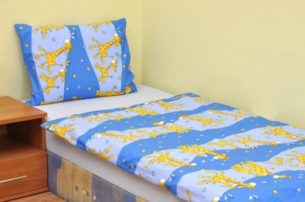 Brotex Bavlnené obliečky do malej postieľky Žirafa modrá